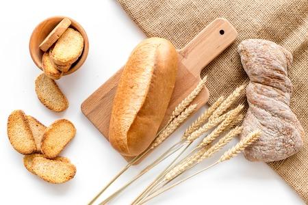 Boulangerie magasin avec du pain de coco frais sur fond blanc table vue de dessus Banque d'images - 85537795