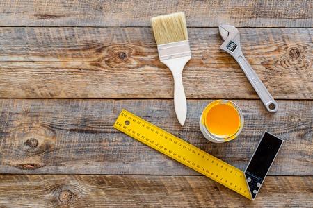 Renovacion De La Casa Con Implementos Para Construir Pintar Y