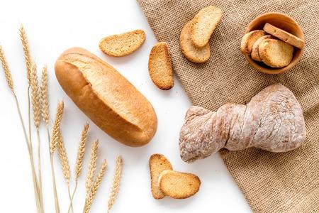 Boulangerie magasin avec du pain de coco frais sur fond blanc table vue de dessus Banque d'images - 86538486