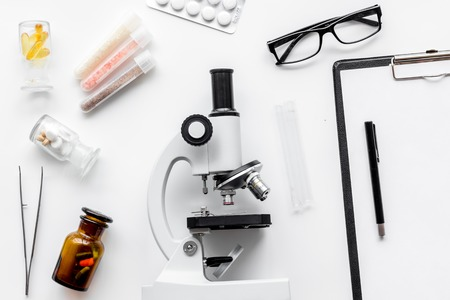 Do medcal tests. Microscope, tablet, pills and test tube on white background top view. Stok Fotoğraf - 86622855