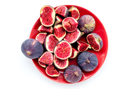 Plate of fresh blue figs on white background top view. Banco de Imagens - 86733117