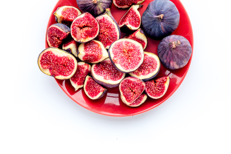 Plate of fresh blue figs on white background top view. Banco de Imagens - 87273211