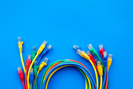 Network colored cables for computer on blue background top view. Banque d'images
