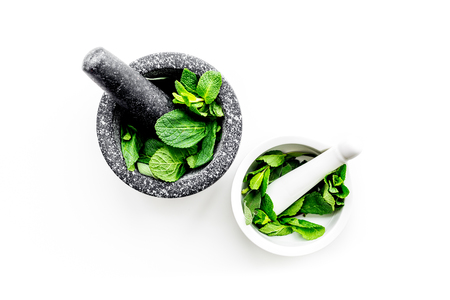 Herbal medicine. Herbs in mortar bowl on white background top view. 版權商用圖片 - 94877853