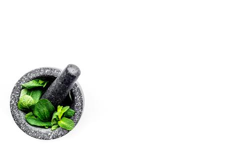 Herbal medicine. Herbs in mortar bowl on white background top view. 版權商用圖片 - 94963457