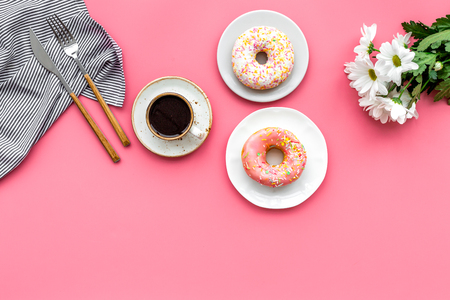 breakfast with coffee, donuts and flowers on pink background top view mockup Banco de Imagens - 97310408