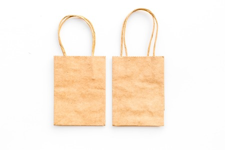 Brown kraft paper bag for shopping on white background top view. 版權商用圖片 - 98252748