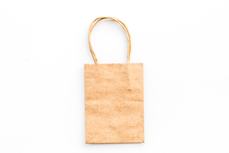 Brown kraft paper bag for shopping on white background top view. 版權商用圖片 - 98510291