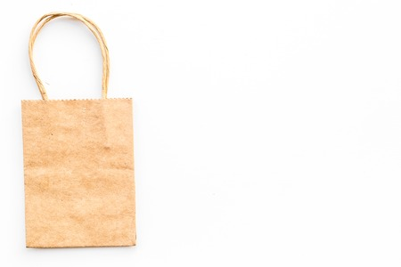 Brown kraft paper bag for shopping on white background top view. 版權商用圖片 - 98597185