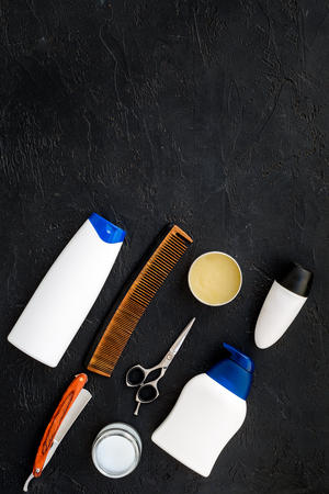 Mens set for everyday body, facial and hair care. Shampoo, gel, tools for brushing, sciccors, comb on black background top view copy space Stockfoto