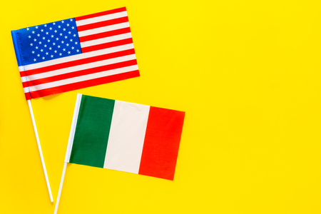 American and Italian flags top view copy space 스톡 콘텐츠