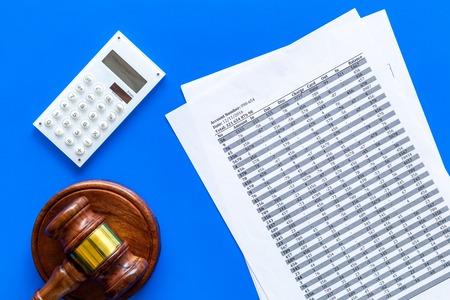 Declare bankruptcy concept. Start of bankruptcy procedure. Judge gavel, financial documents, calculator on blue background top view. Standard-Bild - 108302040
