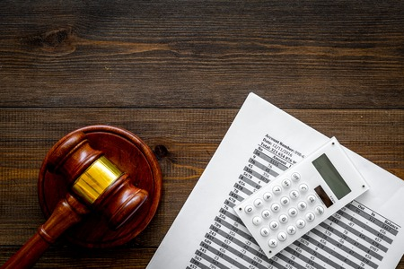 Declare bankruptcy concept. Judge gavel, financial documents, calculator on dark wooden background top view space for text Standard-Bild - 108384800