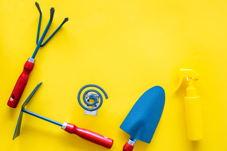 Mosquito protection for garden. Mosquito coil and spray near garden tools on yellow background top view copy space Banque d'images - 108384846