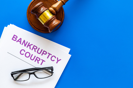 Title of documents the bankruptcy court near judge gavel on blue background top view copy space Standard-Bild - 108576151