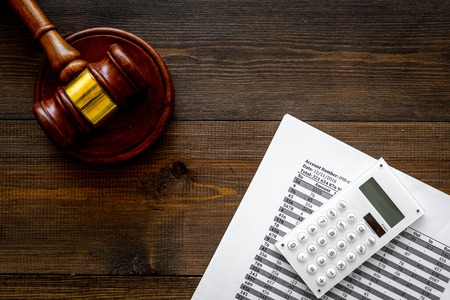 Declare bankruptcy concept. Judge gavel, financial documents, calculator on dark wooden background top view space for text Standard-Bild - 108806942