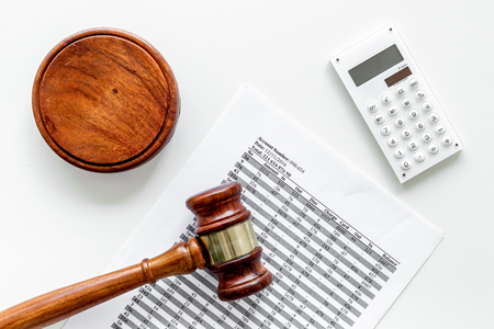 Declare bankruptcy concept. Judge gavel, financial documents, calculator on white background top view Stockfoto