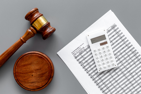 Declare bankruptcy concept. Start of bankruptcy procedure. Judge gavel, financial documents, calculator on grey background top view Stockfoto