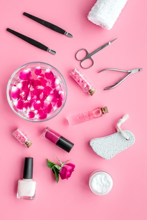 manicure equipment with nail polish and rose petals pink background top view 스톡 콘텐츠 - 112902329