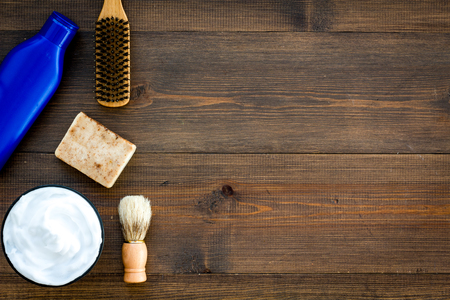 Instruments of male hairdresser with shampoo and comb in barbershop top view on wooden desk background mock up 스톡 콘텐츠
