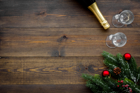 Spruce, champagne bottle and glasses for christmas celebration on wooden table 免版税图像 - 113596532