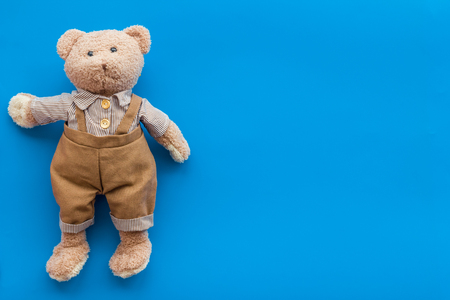 Craft toys for kids. Handmade teddy bear. Blue background top view mock up Stockfoto