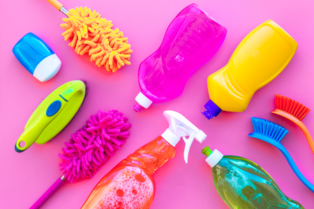 House cleaner tools set with detergents, soap, cleaners and brush on pink background top view mock up Stockfoto