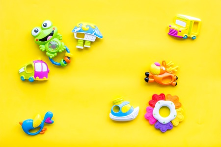 Handmade toys for newborn baby. Rattle. Yellow background top view mockup Foto de archivo - 114066371