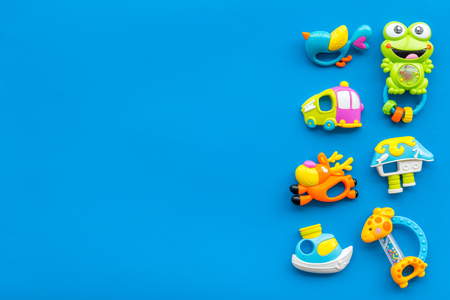 Baby care with craft toys for newborn. Rattle. Blue background top view copy space Foto de archivo - 114765742