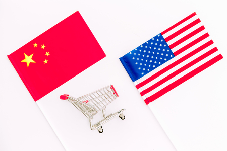 USA and China trade war. American and Chinese flags near shopping chart on white background top view Stok Fotoğraf