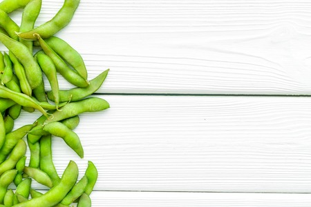 Healthy food. Edamame on white wooden background top view mock up Foto de archivo - 122768186