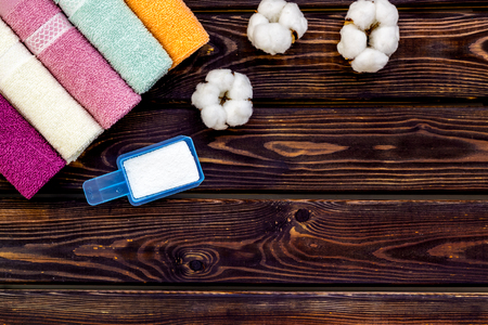 powder for laundry and cotton towels on wooden background top view mockup Standard-Bild - 122962104