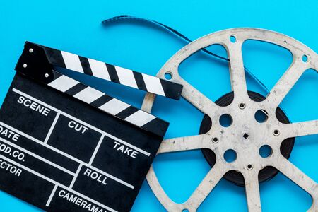 Go to the cinema with film type and clapperboard on blue background top view Banque d'images - 127915386