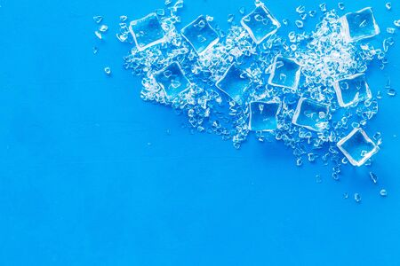 ice cubes on blue table top view mock up Stockfoto
