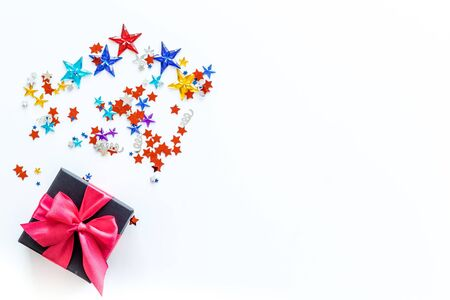 box for gifts with confetti on white background top view mockup Imagens