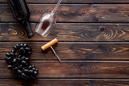 Open wine bottle. Top view dark wooden background copy space Фото со стока - 129847083