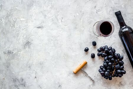 Open wine bottle. Top view grey background copy space Фото со стока - 129787238