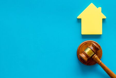 Inheritance of the house concept with figure and gavel on blue background top view space for text 스톡 콘텐츠