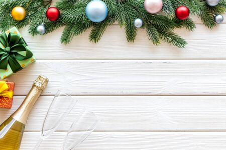Boxes with presents, bottle and fir tree frame for christmas on white wooden background top view mockup 版權商用圖片 - 129979417