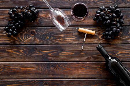 Open wine bottle. Top view dark wooden background copy space Фото со стока - 130299023