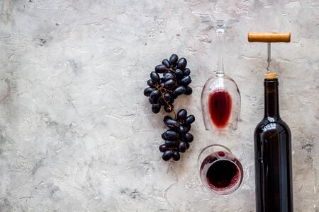Red wine bottle near wineglass on grey background top view space for text Фото со стока - 130268170