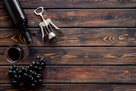 Testing wine concept. Top view dark wooden background copy space Фото со стока - 130364012