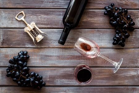 Red wine bottle near wineglass on darkw background top view 스톡 콘텐츠