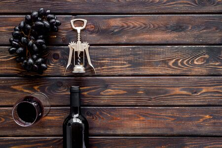 Composition with wine bottle on dark wooden background top view copy space Фото со стока - 130677792