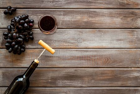 Testing wine concept. Top view dark wooden background copy space Фото со стока - 130677831