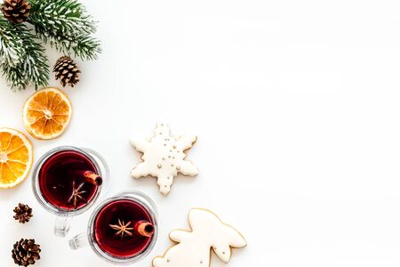 Romantic New Year with two glasses of mulled wine on white background top view frame copy space Foto de archivo - 130810931