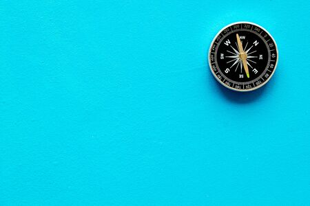 Compass - small and stylish - on blue background top view copy space Banque d'images