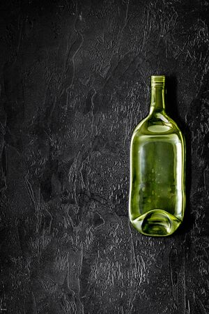 Bottle for recycling on black background top view copy space Standard-Bild