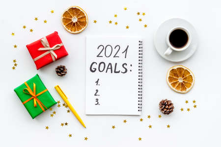 Top view of 2021 goals list with decorations and notebook on a table, flat lay 版權商用圖片