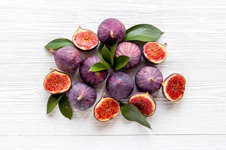 Tasty fresh figs cut in half with leaves, top view 版權商用圖片